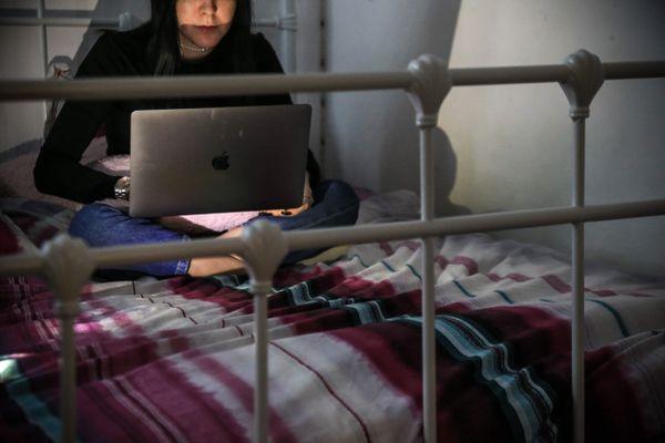 Quatre parents sur dix ont déclaré avoir observé des signes de détresse chez leur enfant lors du premier confinement, en raison notamment de la contrainte d'enfermement et de l'absence de relations sociales liée à la fermeture des écoles.