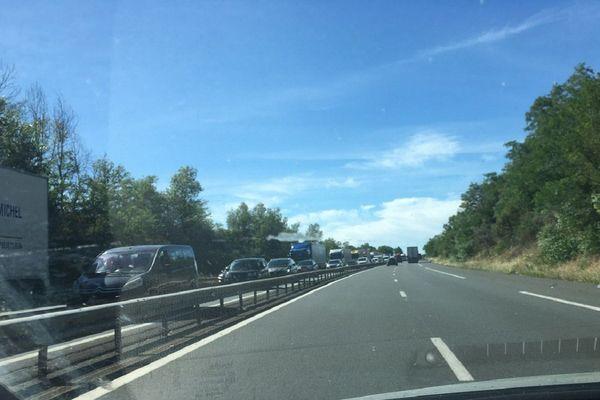 Un bouchon s'est formé sur l'A71 dans le sens Paris - Clermont-Ferrand, dans l'Allier, au niveau du PR 312, ce mercredi 8 juillet.