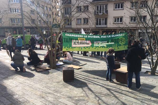 Ce dimanche 28 mars au matin, les Rouennais se sont mobilisés pour le climat et sur des enjeux locaux.