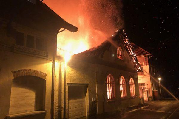 L'incendie a commencé vers minuit, dans la nuit de lundi à mardi 7 septembre.