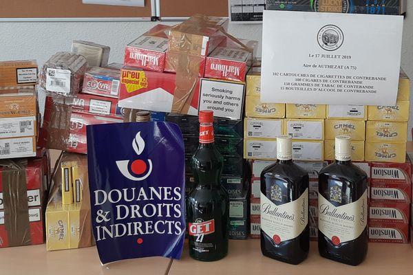 Lors de la fouille sur l'A 75, les douanes ont saisi du tabac et de l'alcool en grosse quantité. Le conducteur, un Clermontois de 38 ans, revenait d'Andorre.