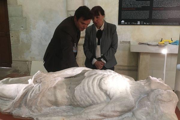 Le régisseur du département sculptures du musée du Louvre et le conservateur du château de Blois