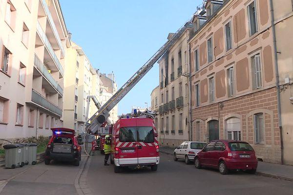 Le feu s'est propagé dans un immeuble rue Gagnereaux.