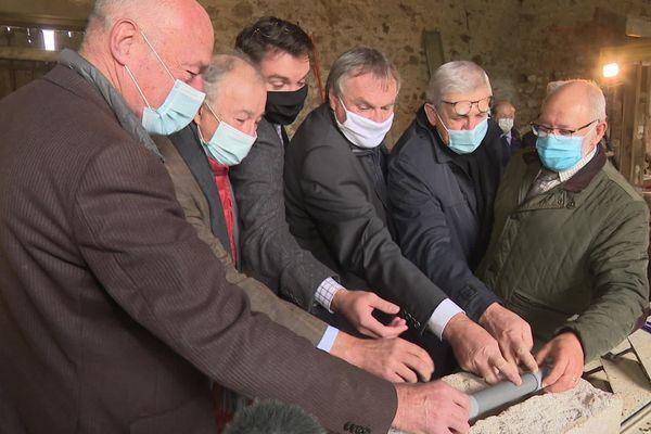Alain Rousset a participé à la pose de la première pierre de la future Maison de la Nature.