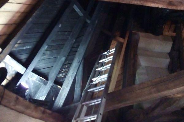 Carcassonne - les suites de l'incendie dans le toit de la Tour de l'Inquisition - 15 juillet 2019.