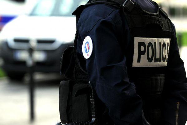 Un fonctionnaire de police en uniforme. Photo d'illustration.