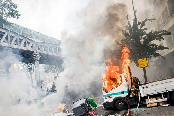 De spectaculaires affrontements ont opposé samedi 19 juillet au soir des militants pro-palestiniens aux forces de l'ordre dans plusieurs rues du nord de Paris, après une tentative de manifestation en soutien aux populations de Gaza, interdite par les autorités.