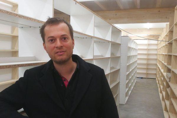 Jérémy agrandit sa boutique à Fontenoy la Joûte pour proposer des livres plus spécialisés