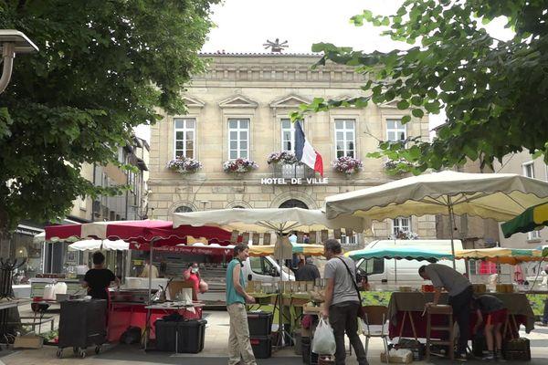 Découverte de deux cas de variant Delta à Saint-Affrique en Aveyron, un centre de dépistage mis en place à la mairie.