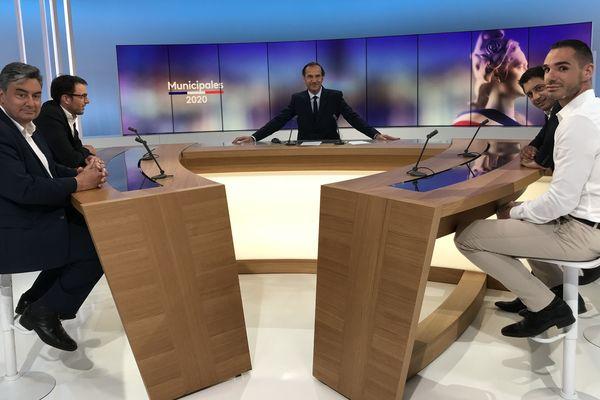 Les quatre candidats en lice pour la mairie de Villeneuve-sur-Lot en Lot-et-Garonne. Sur le plateau de France 3 Aquitaine pour le débat avant le second tour.