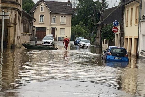Au plus fort des intempéries, l'eau est montée jusqu'à 60cm dans le centre-ville.
