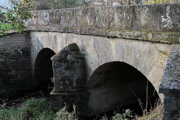 Pont de la D158 sur la Petite Amance entre les communes de Terre-Natale et Coiffy-le-Bas (31 octobre 2011)