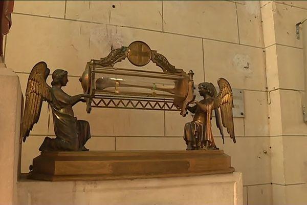 Conservé en l'église de Lesquielles-Saint-Germain (Aisne), le fémur de Sainte Grimonie est au coeur d'une dispute entre cette commune et celle de La Capelle.