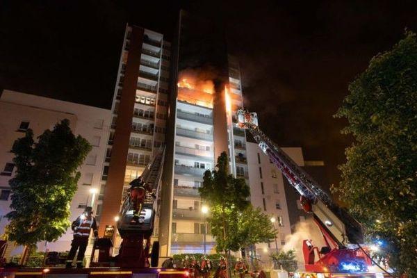 L'incendie a eu lieu au 5, avenue Gabriel Péri à Gennevilliers.