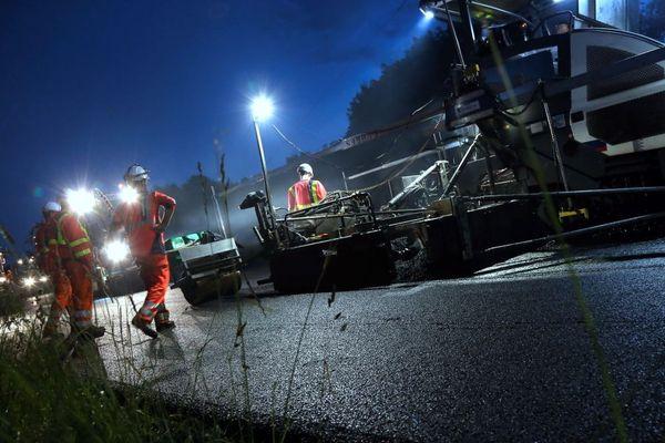 Un chantier de nuit pour des travaux renouvellement de la chaussée de l'autoroute A31 entre Thionville et Luxembourg en 2016.