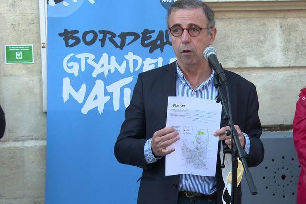 Pierre Hurmic, maire de Bordeaux, lors de sa conference de presse sur la végétalisation de la ville le mercredi 25 novembre 2020.