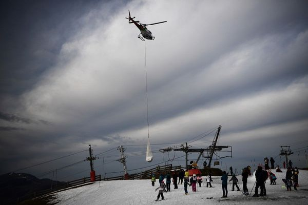 50 M3 de neige ont été héliportés du haut vers le bas des pistes