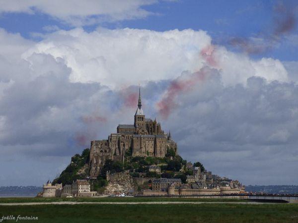 La patrouille de France a survolé le Mont-Saint-Michel