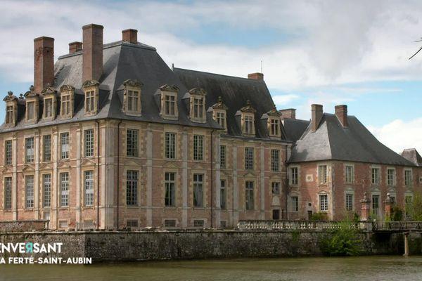 Le château de la Ferté-Saint-Aubin à côté d'Orléans où se sont regroupés les artistes pour le concert live de Renversant.