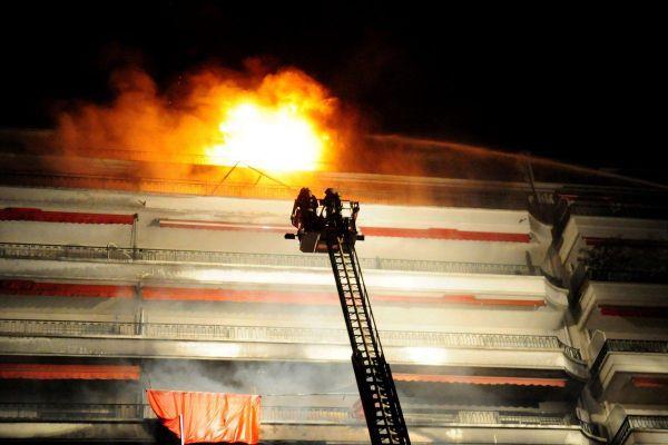 Parti du 4ème étage, l'incendie s'est propagé jusqu'au 12ème et dernier niveau.