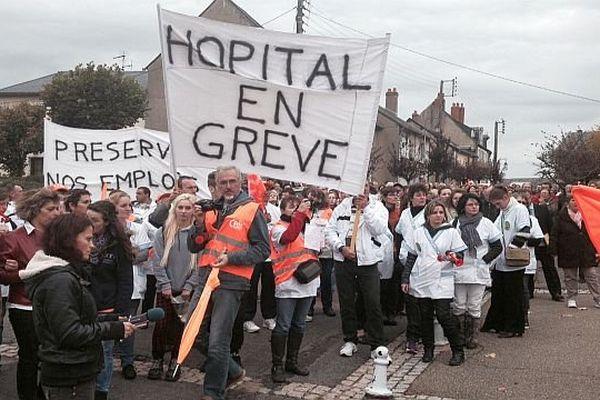 200 personnes ont défilé dans les rues de de Chateau-Chinon en faveur du centre hospitalier.