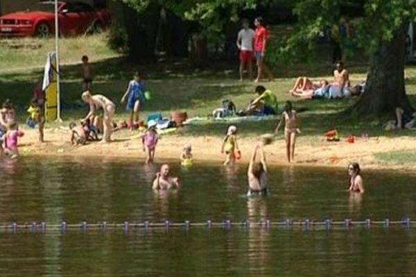 Baignade sécurisée, cadre bucolique et tranquillité sont les atouts du Lac du Bourdon, dans l'Yonne