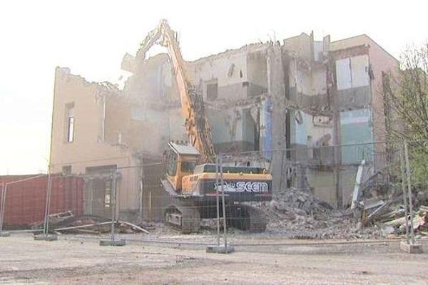 La destruction de l'Hôtel Dieu, à Clermont-Ferrand, a débuté.