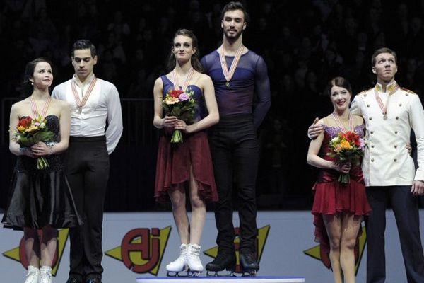Les danseurs sur glace Gabriella Papadakis et Guillaume Cizeron sur la 1e marche du podium des championnats d'Europe 2016.