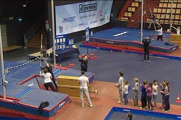 Une quarantaine d'enfants ont essayé les deux sautoirs installés pour la compétition de dimanche