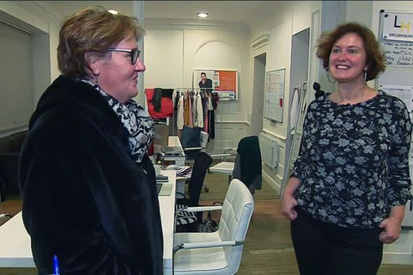 Muriel Robine (à droite) fondatrice de la start-up et Nathalie, bénévole