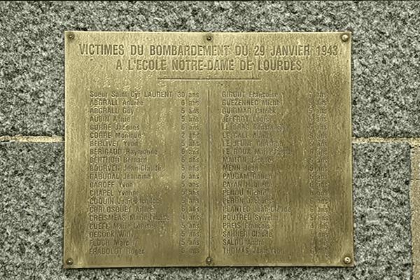 Plaque commémorative des victimes du bombardement de Morlaix en 1943