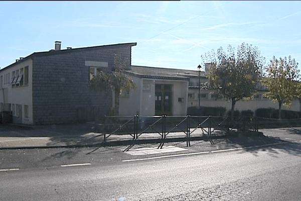 L'école primaire et maternelle située près de la mairie de Saint-Mamet-la-Salvetat accuillera, à la rentrée prochaine, une maison médicale autour de trois nouveaux médecins.