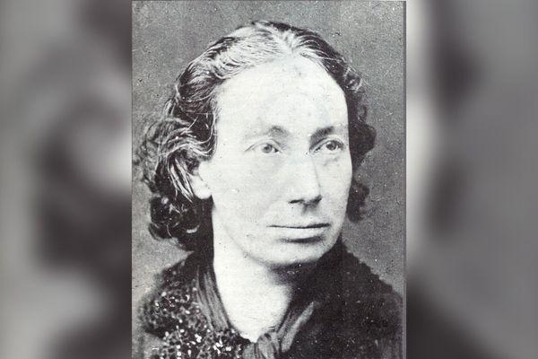Portrait de Louise Michel (1830-1905), institutrice, militante anarchiste et figure clé de la Commune de Paris.