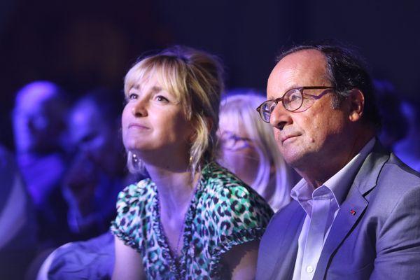 Julie Gayet et François Hollande au concert de Kimberose en 2019 lors de la 42 ième édition du festival Jazz in Mariac (Gers)