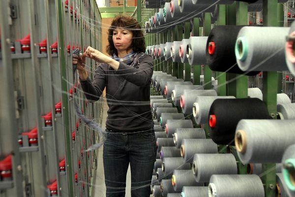Dans les ateliers de production du fabricant de textile Emmanuel Lang à Hirsingue en avril 2014