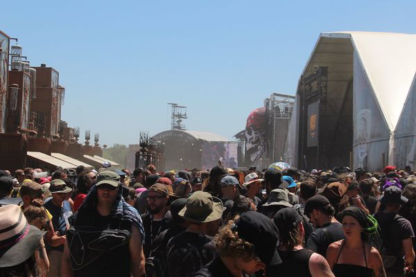 La foule, la chaleur, la poussière... l'enfer!