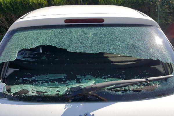Une douzaine de véhicules ont été saccagés sur la commune de Genlis, en Côte-d'Or. Un appel à témoins est lancé par la gendarmerie.