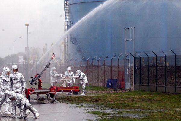 Strasbourg, port aux pétroles, exercice le 6 mai 2010.