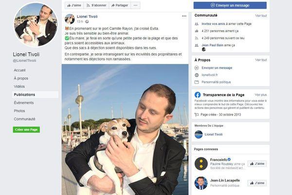 Lionel Tivoli à Vallauris, pose avec un chien