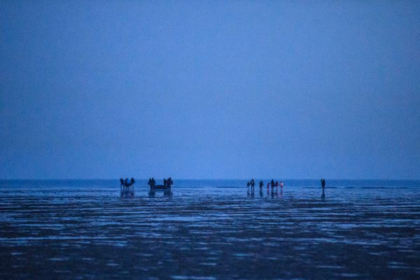 Des migrants sur la plage de Gravelines, près de Dunkerque, en septembre 2020.