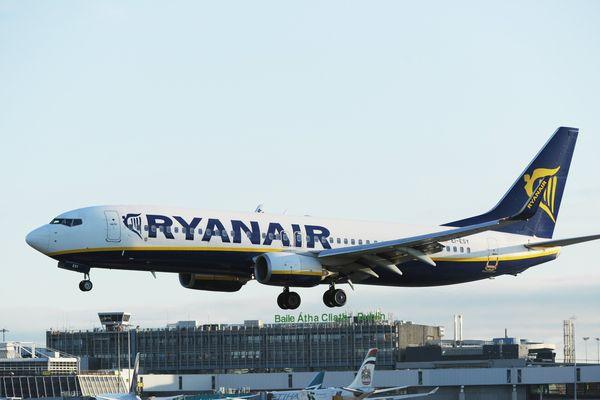 Ryanair va finalement indemniser les passagers dont le vol est annulé, après un ultimatum de l'aviation civile britannique. De nouvelles annulations sont par ailleurs prévues jusqu'en mars.