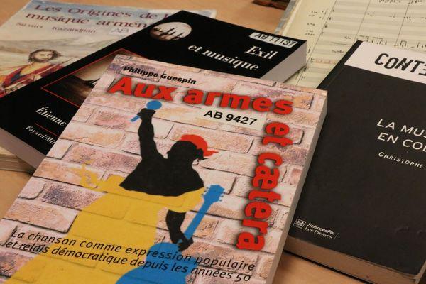 Deux documentalistes des bibliothèques de Radio France ont également participé au projet.