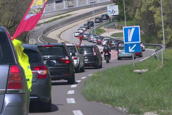 Opération escargot d'une soixantaine de véhicules des salariés de MBF