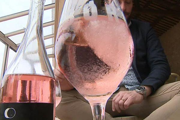 Dans l'Hérault, deux jeunes viticulteurs d'Aniane ont inventé le glaçon rosé - 10 mai 2017
