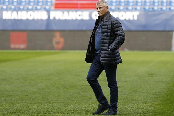 Le retour de Patrice Garande sur une pelouse de football est déjà perturbé par 4 cas de Covid dans l'équipe du TFC, mais son staff se met en place.