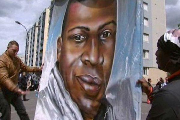 """Le 30 mai, 800 personnes avaient manifesté à Saint-Quentin, où vivait Amadou Koumé, pour réclamer """"une justice transparente."""