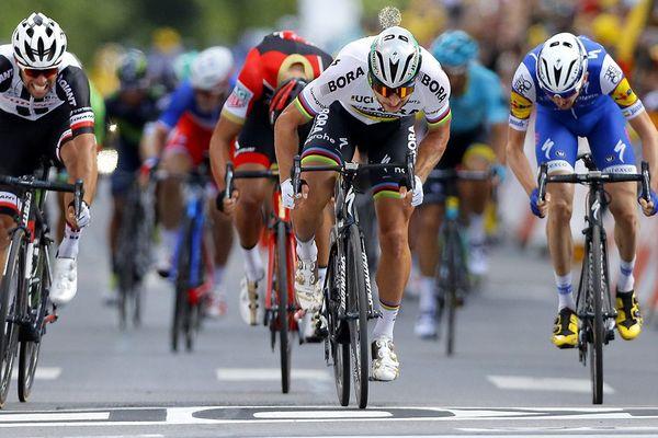 Le Slovaque Peter Sagan sprint pour remporter la 3e étape de la 104e édition du Tour de France, entre Verviers et Longwy, le 03 juillet 2017.