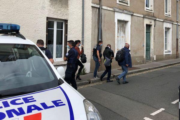 La reconstitution a lieu à huis-clos à l'est de Nantes, le prévenu est arrivé vers 14h ce vendredi.