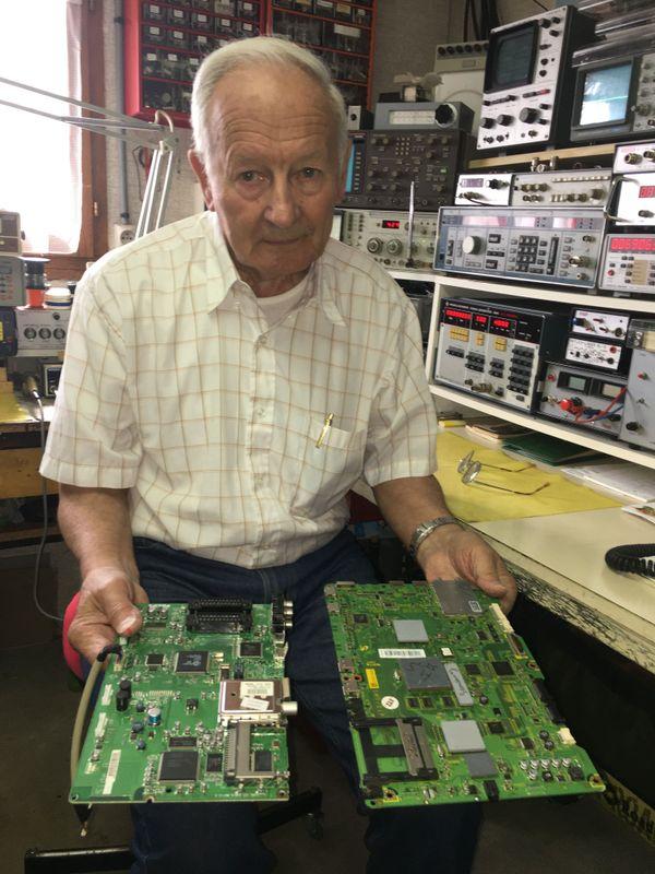 La réparation d'un appareil électronique en 2020 est souvent simplifiée par l'échange standard total de la platine