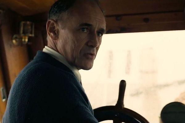 """Mark Rylance dans la bande-annonce de """"Dunkirk"""" de Christopher Nolan."""